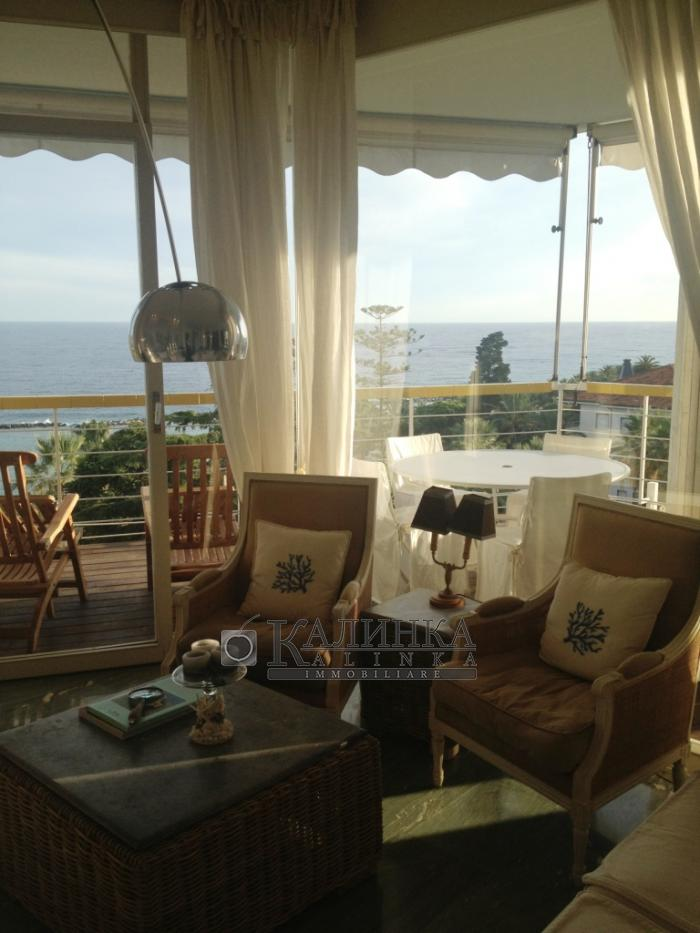 Beautiful apartment with big terrace and sea view