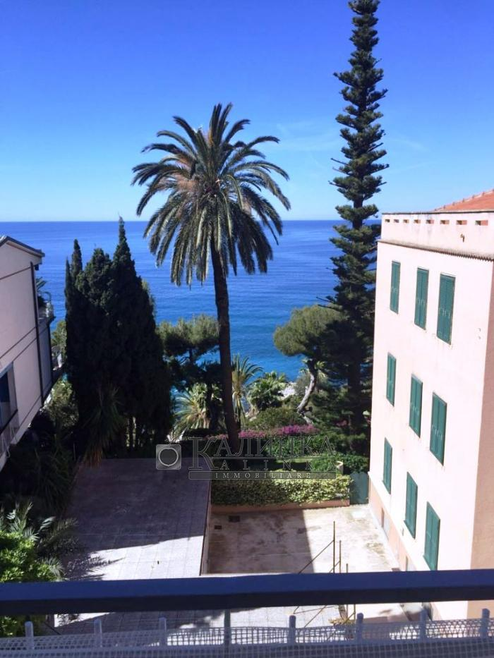 Apartment in the center of Ospedaletti with sea view