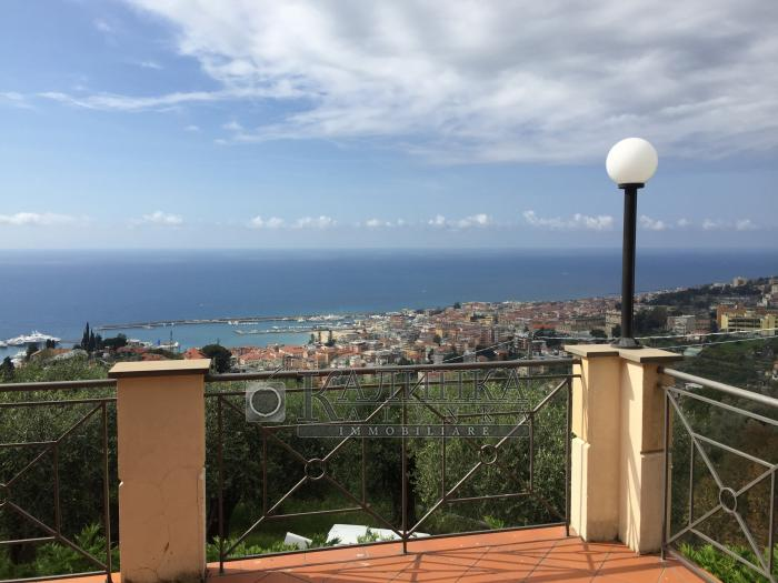 Villa with panoramic seaview in Sanremo