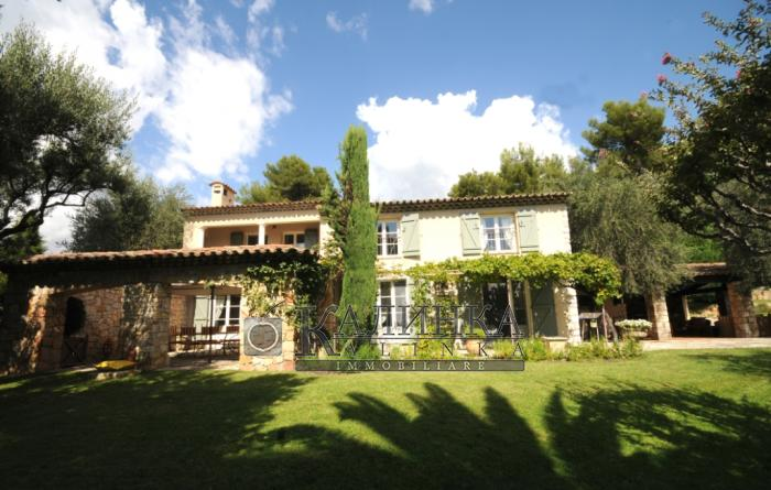 Magnificent villa close to Cannes