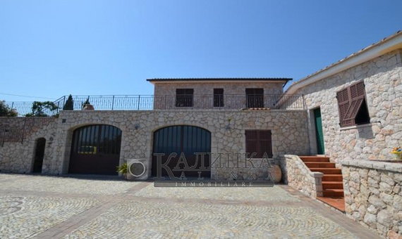 Villa with the private garden in Santo Stefano al mare.